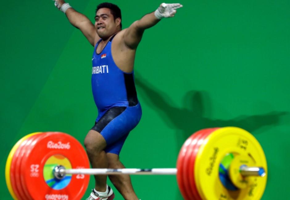 舉不起來就跳一波!奧運選手落敗仍跳「開心舞」 背後原因逼哭網