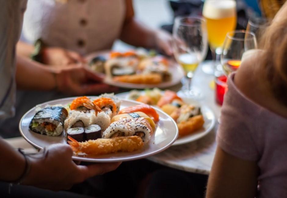 外出用餐要注意什麼?鬆綁措施一次看 餐廳、美食街、夜市規定各不同