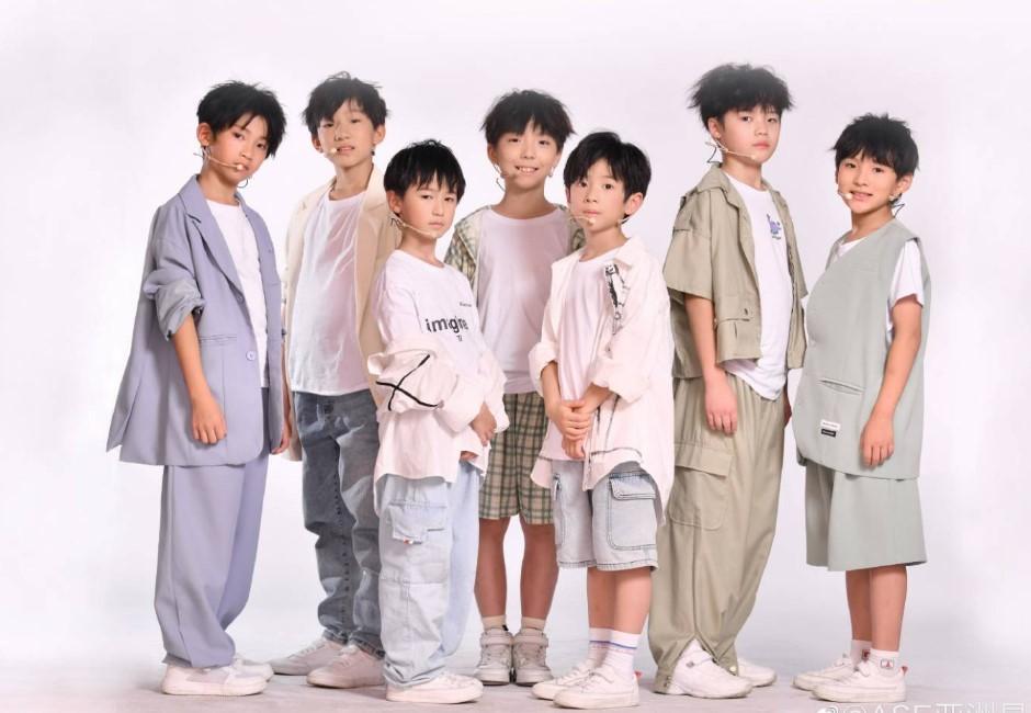 陸少年男團平均年僅8歲!遭網轟「長大當文盲藝人」成軍5天就解散