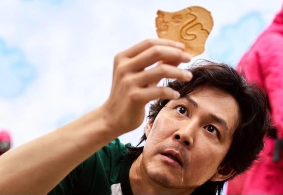 椪糖、焦糖餅哪裡不同?《魷魚遊戲》戳椪糖創聲量高峰!「超高難度圖案」迷因瘋傳