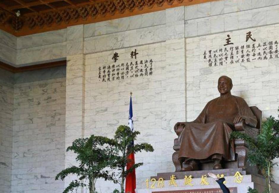 中正紀念堂「去蔣化」!還沒拆蔣公銅像 藍綠先吵出聲量新高