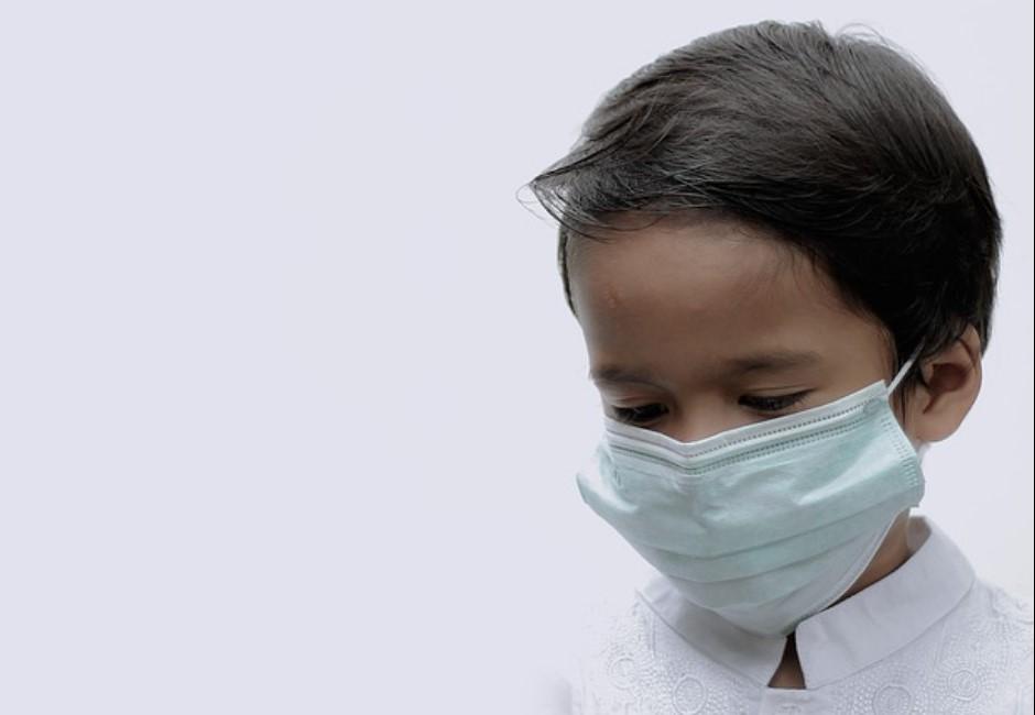 2歲兒急喊口罩在哪!知名醫師嘆「變調的世界」萬人看哭:好心疼