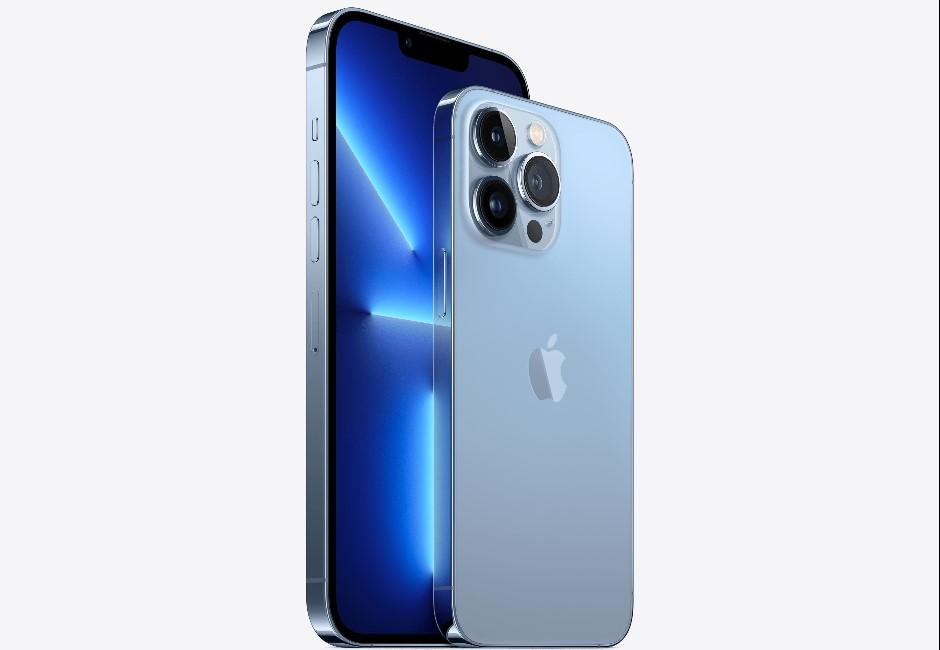 iPhone13新色「天峰藍」亮相!為何網友爆笑狂刷一排「牙控車藍」?