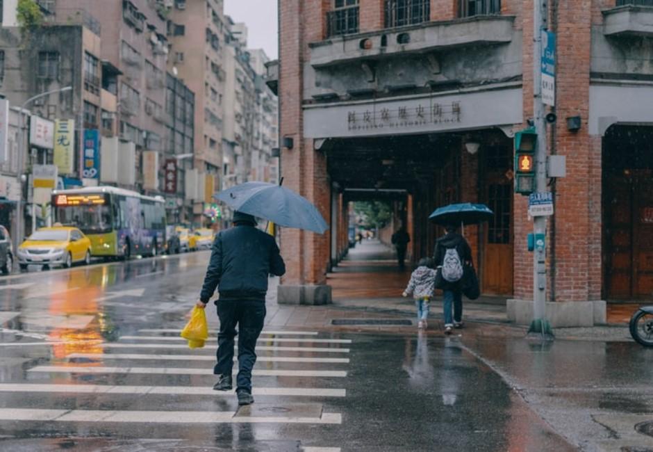 若放颱風假要補班嗎?出勤規定、薪資算法馬上看懂