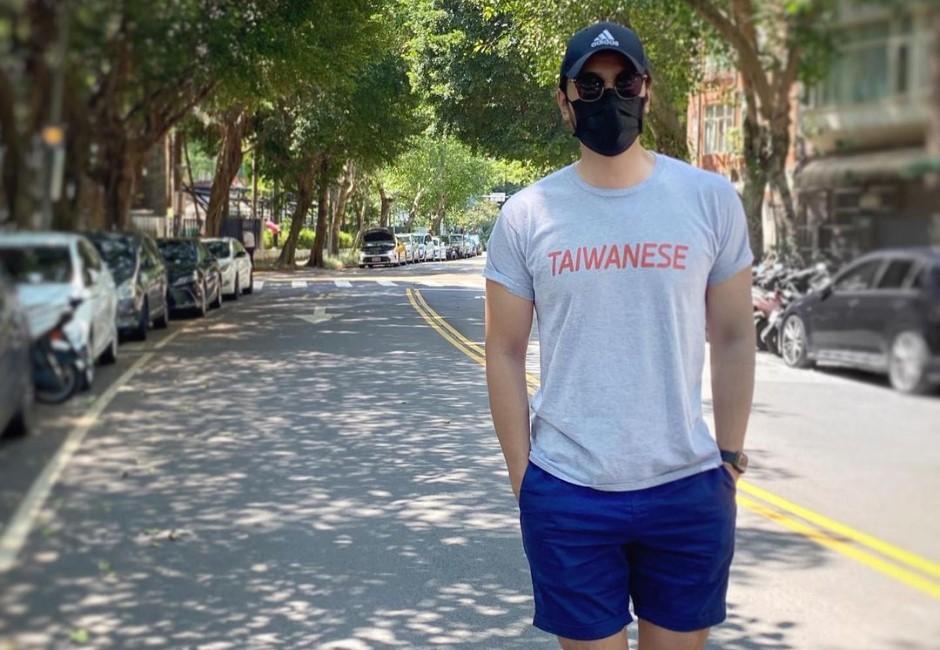 男星李至正大膽表態「我是台灣人」!霸氣穿上「TAIWANESE」衣服被讚爆
